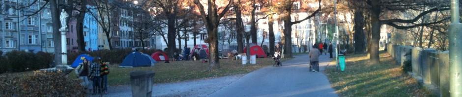 Die Zelte sind im Walther Park eingetroffen